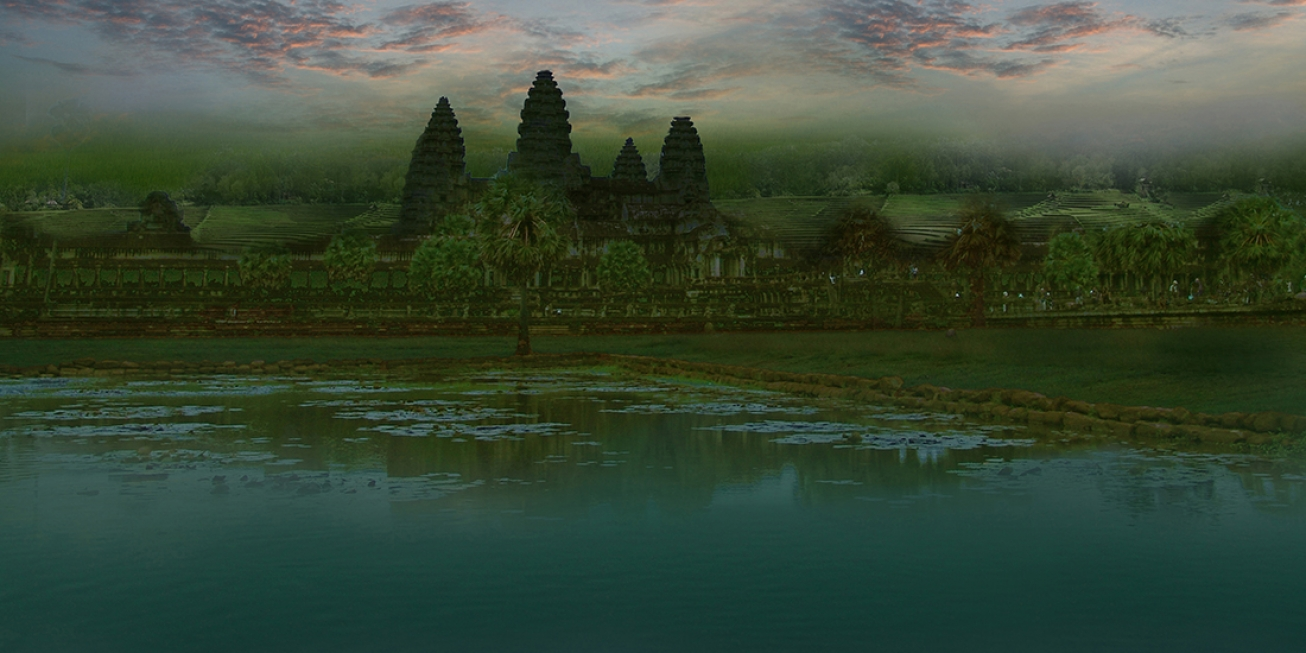 Sunset on Angkor .           137 cm x 122 cm .             From 300 €.